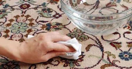 آموزش حذف لکه روغن از سطح فرش